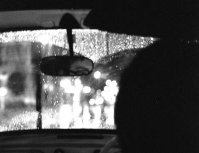 夜間の運転の眩しさをカット